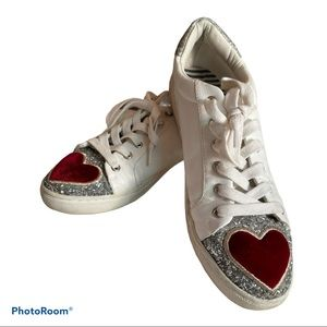 Betsy Johnson Blair sneaker 9M queen of hearts